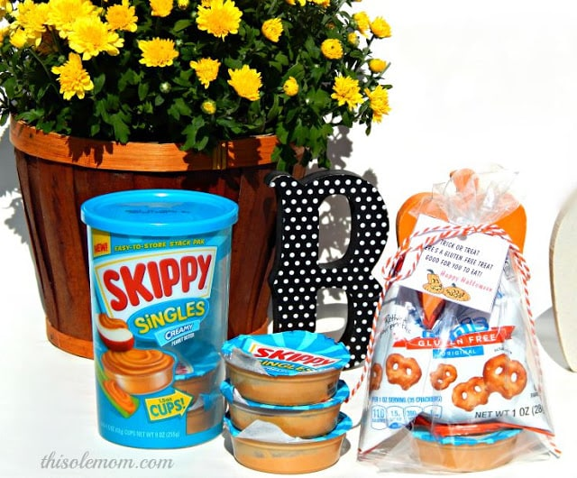 Halloween Goodie Bag Ideas, Halloween Gluten-Free Treat Bag Idea, Skippy Singles, Halloween Peanut Butter Gluten-Free Idea, Halloween Gluten-Free Treat Bag,