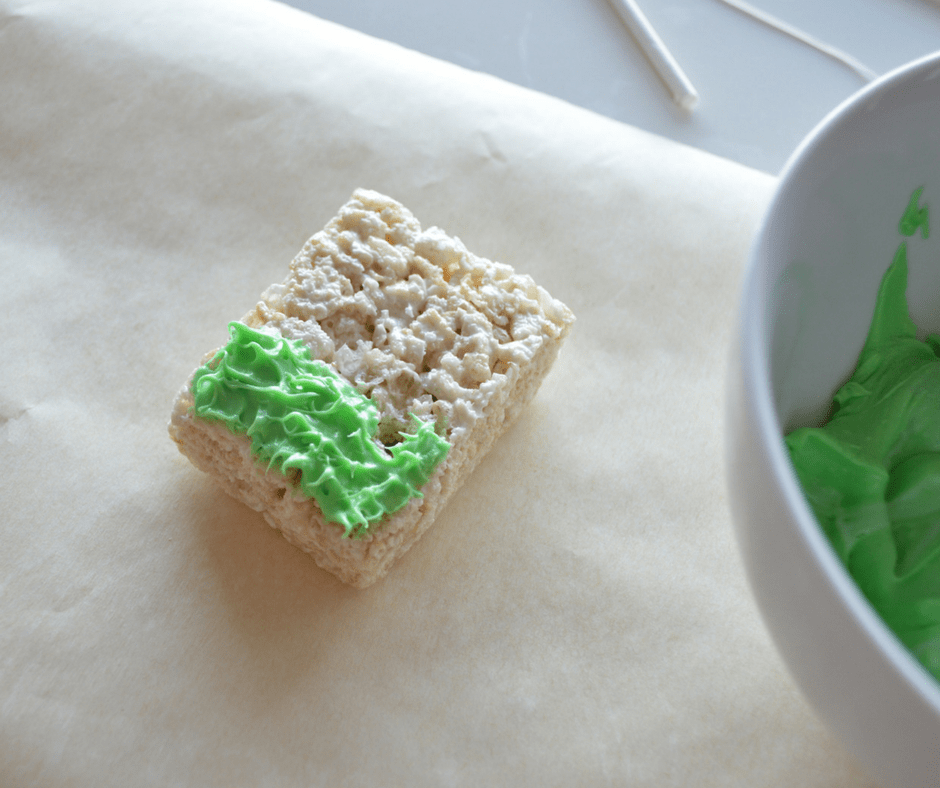 Green Frosting on Fishing Treats (1)