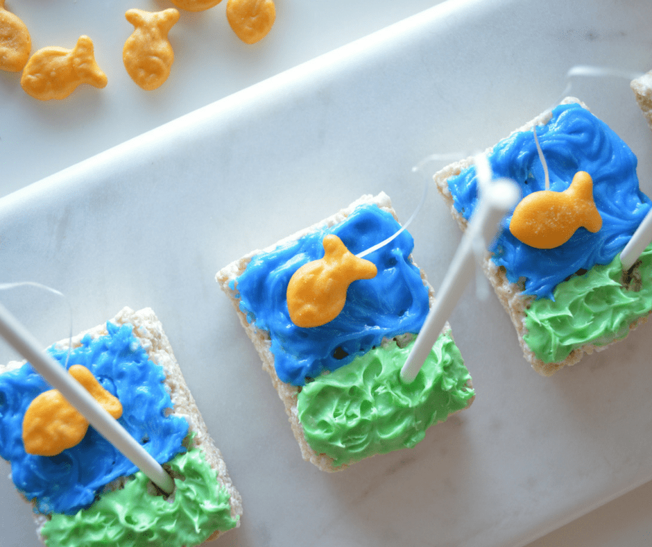 How to make rice krispies fun fishing treats this ole mom how to make rice krispies fun fishing treats ccuart