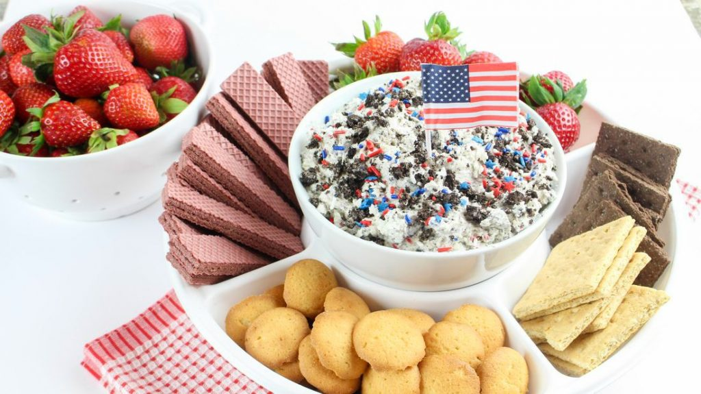 Patriotic Cookies and Cream Dip