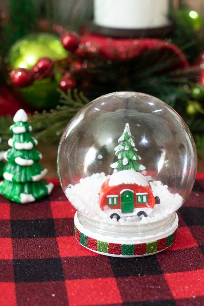 DIY Waterless Christmas Snow Globes